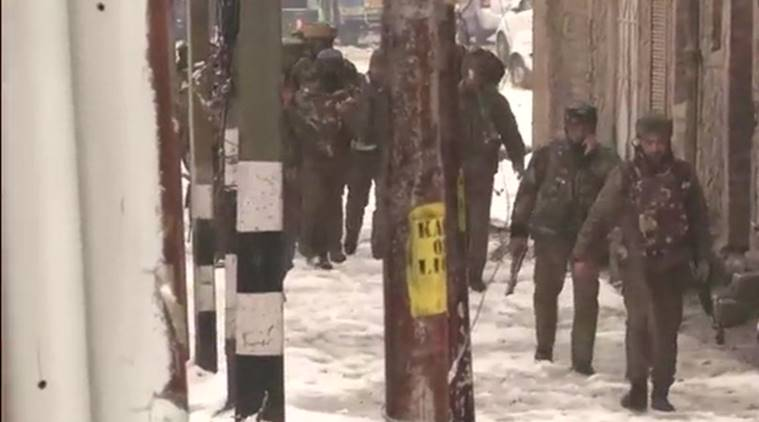 Srinagar encounter; CRPF constable martyred, militants holed up in building