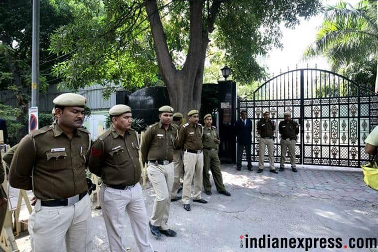 Delhi Police search CM Arvind Kejriwal's home in AAP vs Chief secretary row