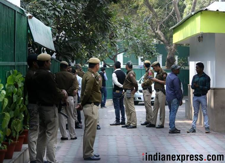Delhi Police search CM Arvind Kejriwal's home in AAP vs Chief secretary row