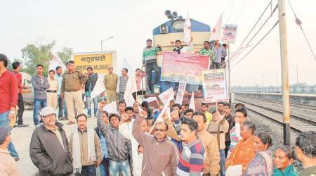 Local train rammed into workers, 10 hurt:DYFI