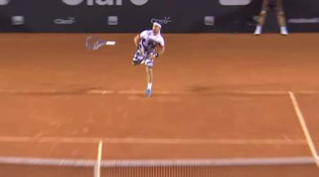 Unbelievable! Fabio Fognini drops tennis racket but still wins point at Rio Open