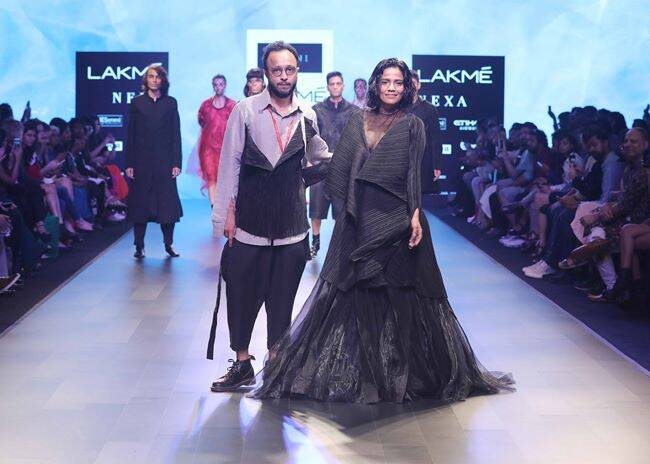 lakme fashion week, lfw 2018, karan johar, sonakshi sinha, kriti sanon, Kalki Koechlin, lfw 2018 day 3 highlights, lakme fashion week bollywood stars, fashion news, indian express
