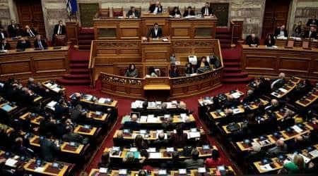 Greek parliament to probe ten politicians over pharmascandal