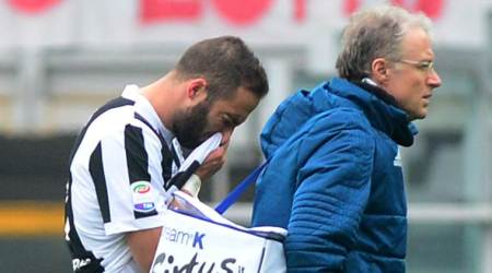 Juventus win is costly with Gonzalo Higuain, Federico Bernardeschi injuries