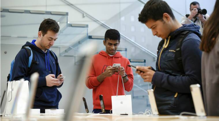 Apple Grabs Majority Of Smartphone Revs