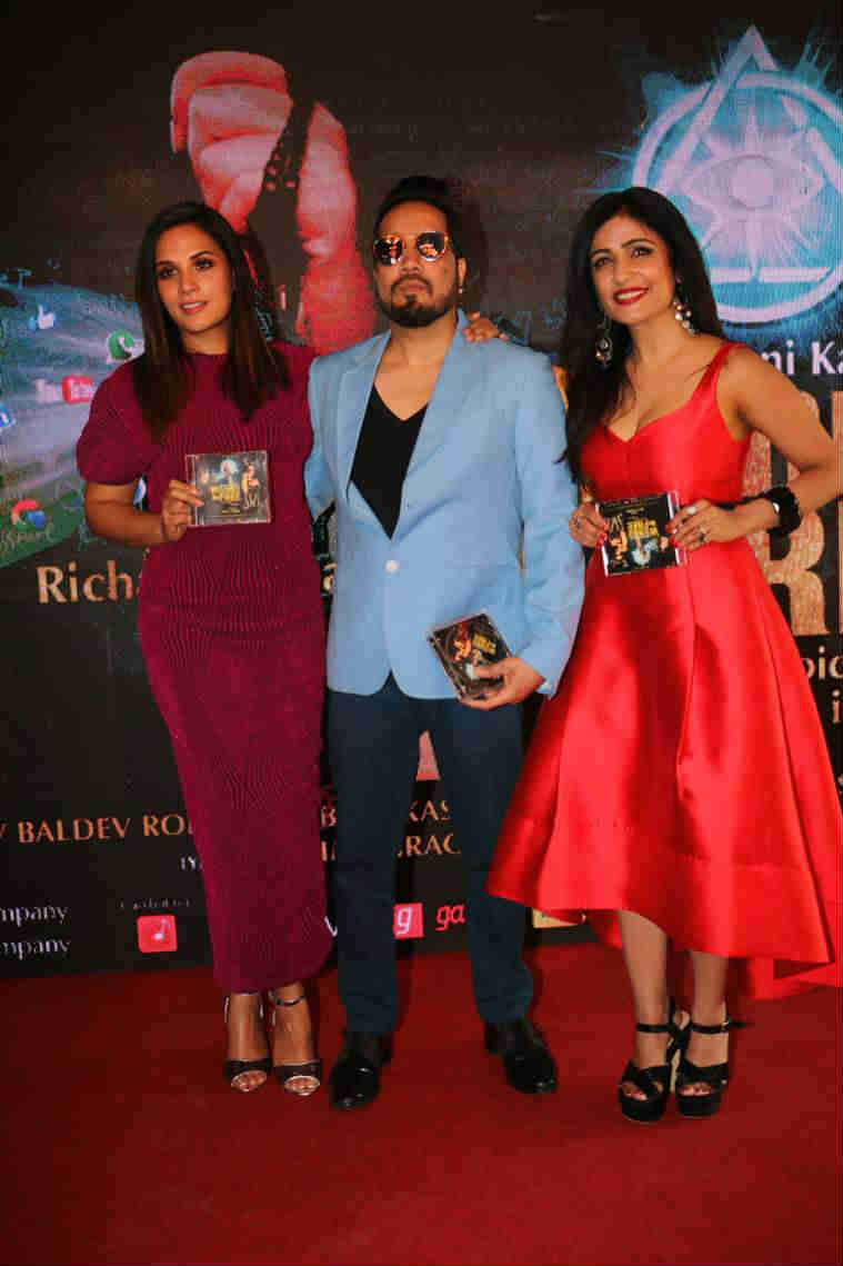 Mika at the launch of Shibani and Richa's music video Wannabe Free