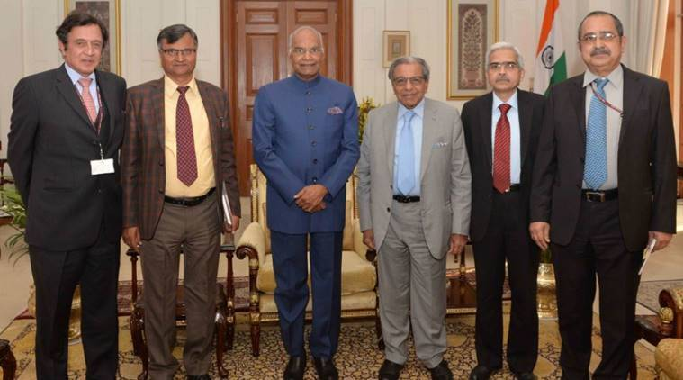 Members of the 15th Finance Commission led by its Chairman, Shri N.K. Singh along with President Ram Nath Kovind