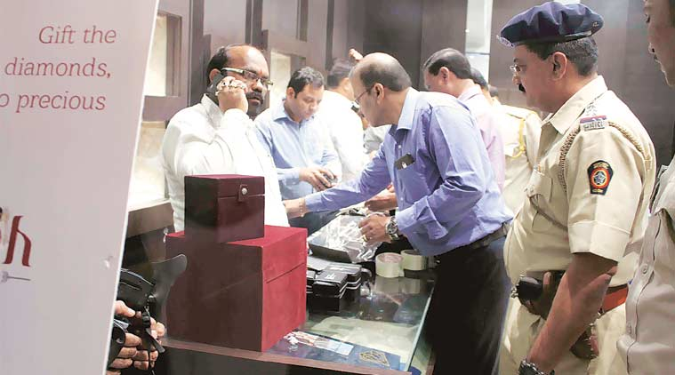 File photo of the Enforcement Directorate conducting search at a jewellery shop in Thane.