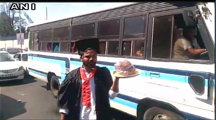 Students sell pakoda outside PM Modi's rally venue