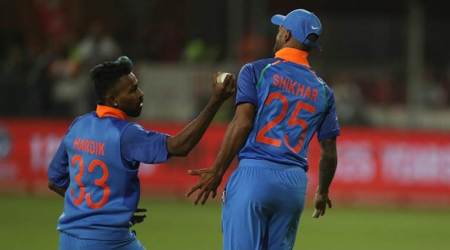 Hardik Pandya avoids collision with Shikhar Dhawan to take one-handed catch; watch video