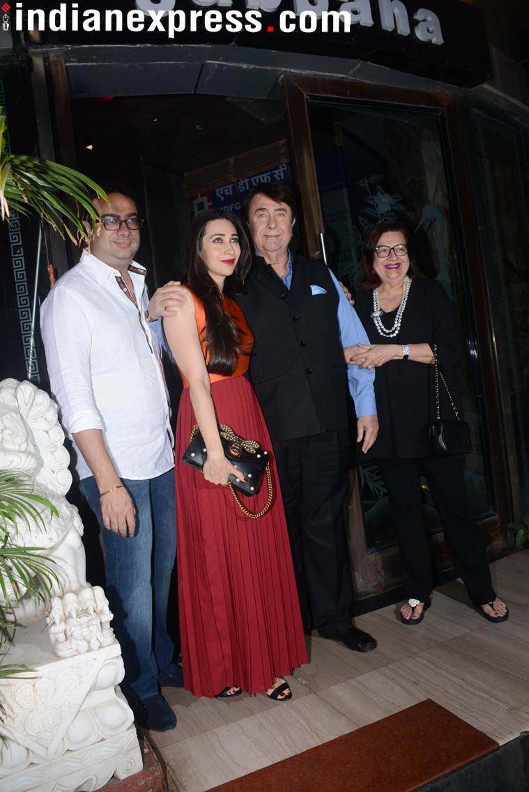 Randhir Kapoor with daughter Karisma Kapoor and wife Babita.