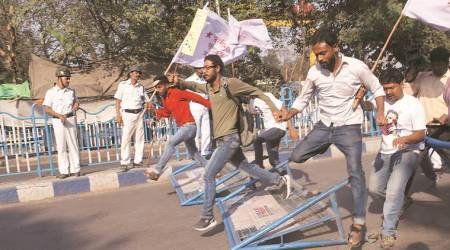 Seven SFI members hurt in clash with police during march to RajBhavan
