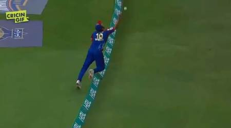 Shahid Afridi stuns crowd with extraordinary catch in PSL 2018