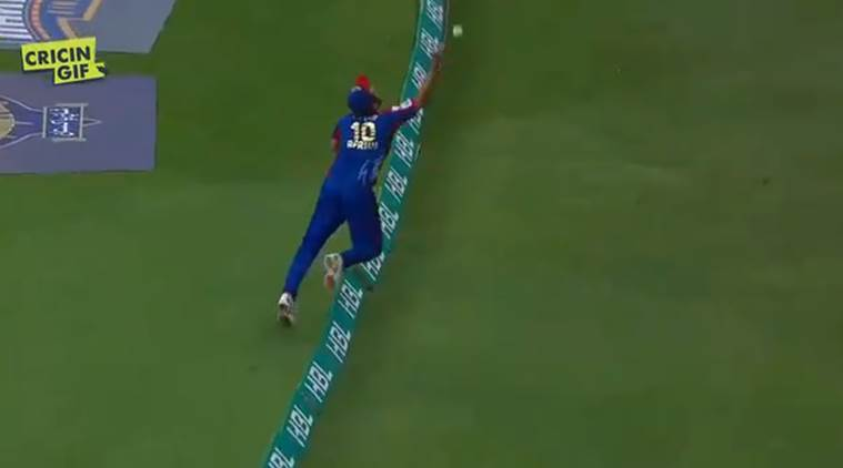Shahid Afridi stuns crowd with extraordinary catch in PSL