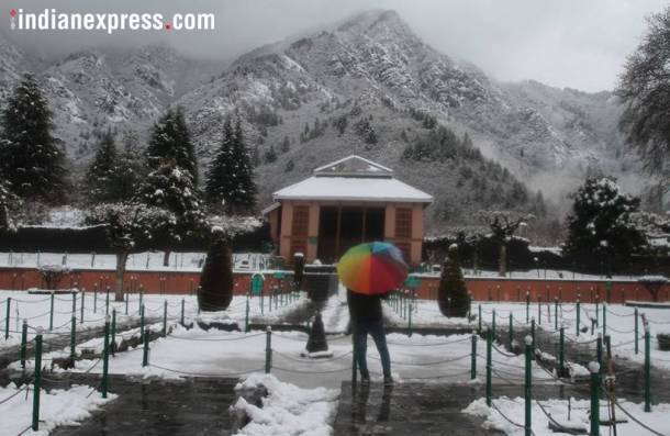 Fresh snowfall drapes Himachal, Kashmir in white blanket