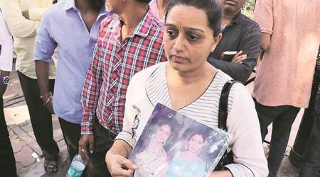 Sridevi: Fans gather for glimpse of cortège, then lose patience