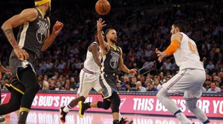 Klay Thompson, Stephen Curry lead Warriors past Knicks 125-111