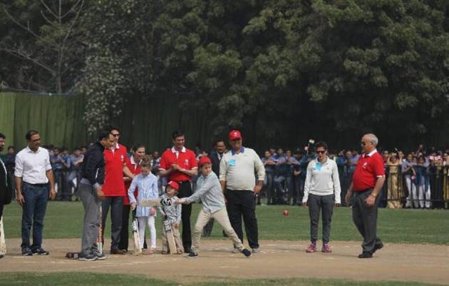 Trudeaus visit Jama Masjid, play cricket