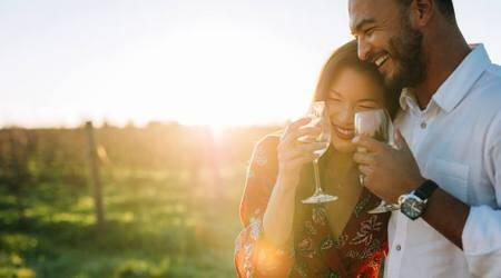 Valentine's Day, Valentine's Day gift, v day gifts, v day 2018 gift, romantic gifts for her, vday gift for woman, valentine gig=ft for wife, velentines day gift for girlfriend, lifestyle news, indian express