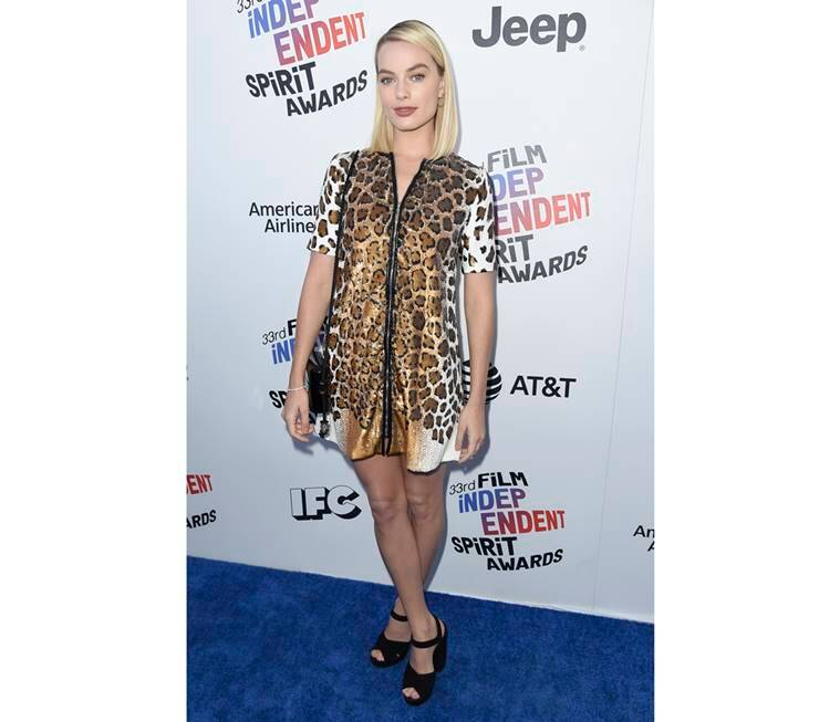 Independent Spirit Awards 2018, Independent Spirit Awards 2018 Salma Hayek, Independent Spirit Awards 2018 Amanda Seyfried, Robert Pattinson, Independent Spirit Awards 2018 Abigail Spencer, Independent Spirit Awards 2018 best and worst dressed, indian express, indian express news