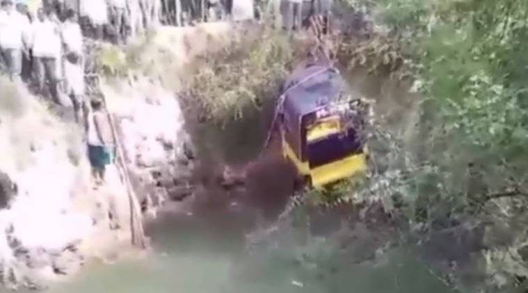 At least 11 killed after autorickshaw falls in an open well
