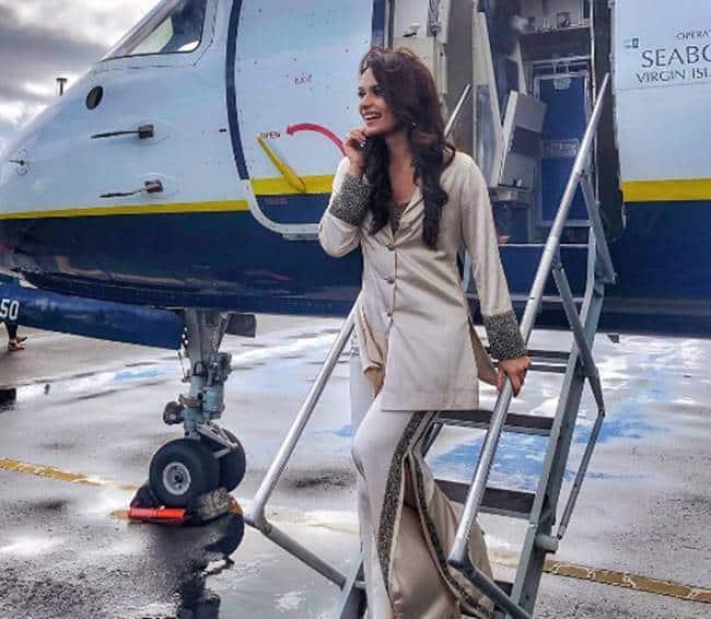 pantsuits, pantsuit fashion, Kareena Kapoor Khan pantsuits, Deepika Padukone pantsuit, Priyanka Chopra panysuits, Manushi Chhillar pantsuits, Mahira Khan pantsuits, fahsion trends pantsuits, indian express, indian express news