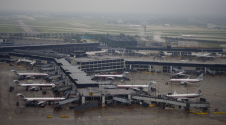 Gate dispute clouds expansion plan for Chicago's O'HareAirport