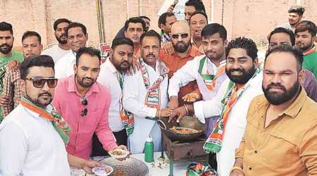 On way to Vijay Sampla's Jalandhar rally, unsuspecting BJP workers get a taste of Congress 'pakodas'