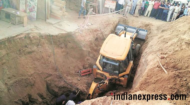 Digging for sewer line two men buried under mound of soil for Soil gurgaon