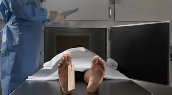 man alive sent for funeral, dead husband sent for funeral, posthumous cosmetics