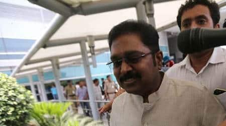 SC stays HC's order on allotting pressure cooker symbol to TTVDhinakaran