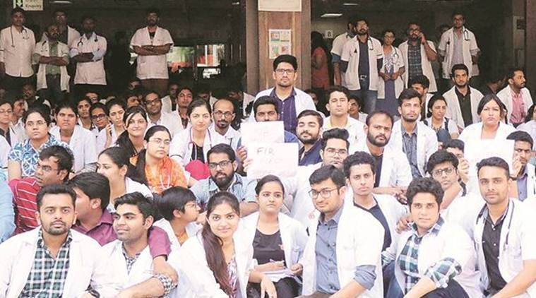 pune doctors thrashed, pune hospital death, pune mob thrashes doctors, D Y Patil Hospital and Research Centre, indian express, maharashtra news