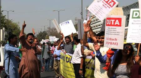 DU students, teachers march over autonomy