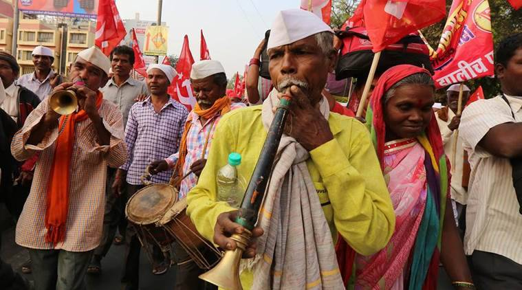Farmers' march reaches Thane, to gherao Assembly on Monday