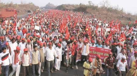 Demanding complete loan waiver, 30,000 farmers march towards Mumbai