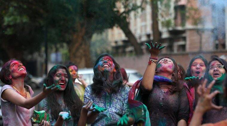 Holi celebration wishes live updates
