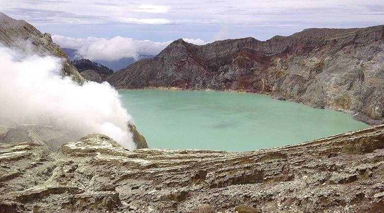 30 treated for exposure as Indonesian volcano belches fumes