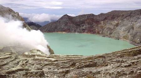 As many as 30 treated for exposure as Indonesian volcano belchesfumes