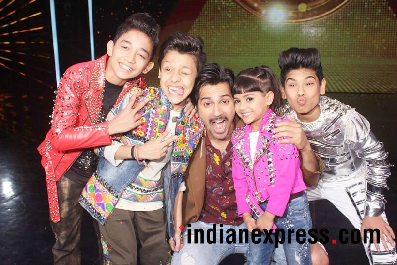 varun dhawan with finalists of super dancer 2