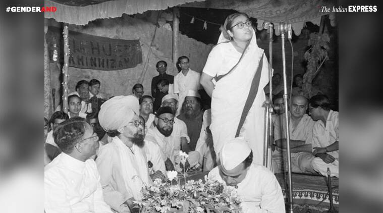Sucheta Kripalani addressing a gathering at the dargah of Nizamuddin
