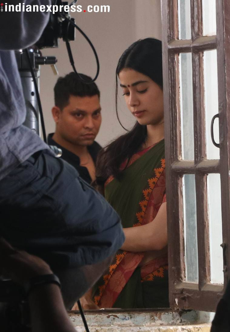 janhvi kapoor on the sets of dhadak