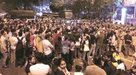 Police lathicharge as 1,000 JNU students take out march