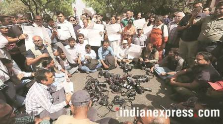 Molestation complaint at JNU march: FIR againstSHO