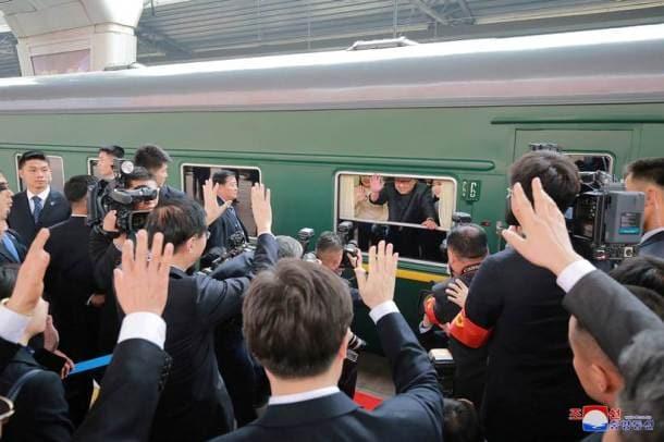 Kim Jong Un, Xi Jinping, North Korea, China, Kim meets Xi, Kim in China pictures, Kim Xi pictures, World news, Indian Express