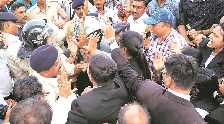 Seating arrangements at court:Vadodara lawyers resolve to call off hunger strike