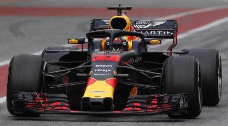 Max Verstappen sees no threat from other Renaultteams