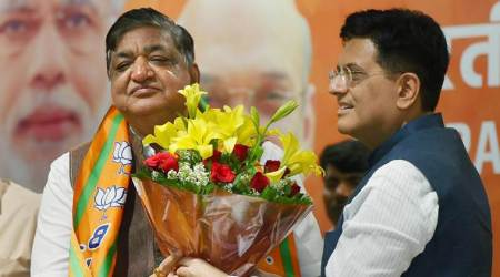 Joining BJP, Naresh Agrawal uses 'dance karne wali' jibe at Jaya Bachchan; Sushma hits out
