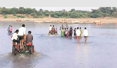 As Narmada starts drying up near its mouth, problems surface forvillagers