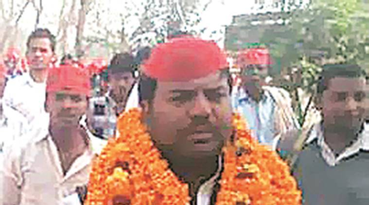Gorakhpur bypoll:SP reaches out to Nishads with candidate, BJP with ministers and MLAs