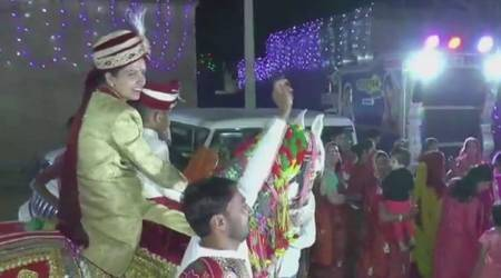 bride on horse, bride rides horse, rajasthan, indian bride on horse, unusal brides, bride grand entry, unique wedding, india news, good news, viral news, indian express